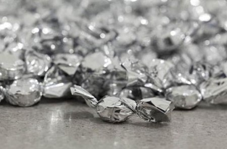 Felix Gonzalez-Torres, Untitled (Placebo), 1991, candies, individually wrapped in silver cellophane (endless supply), Image courtesy The Museum of Modern Art, New York; Henry Moore Institute